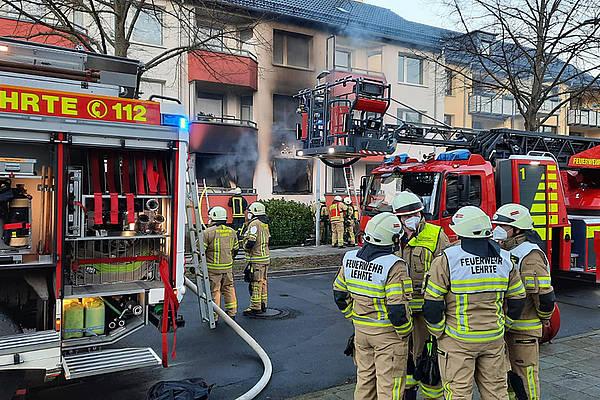 Zwei Leichtverletzte: Polizei ermittelt nach Wohnungsbrand wegen fahrlässiger Brandstiftung