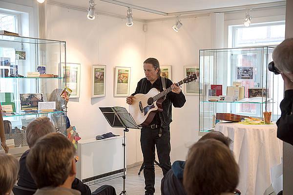 Museumscafé mit Livemusik von Daniel Fernholz